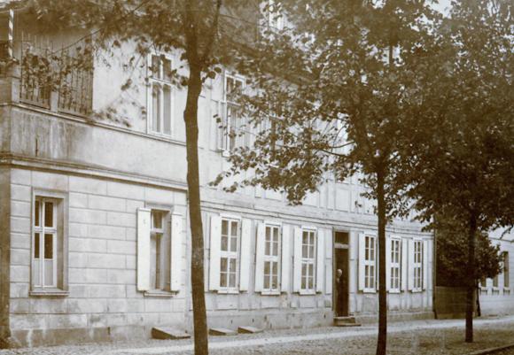 Fassade 1911, Familie Jahnke